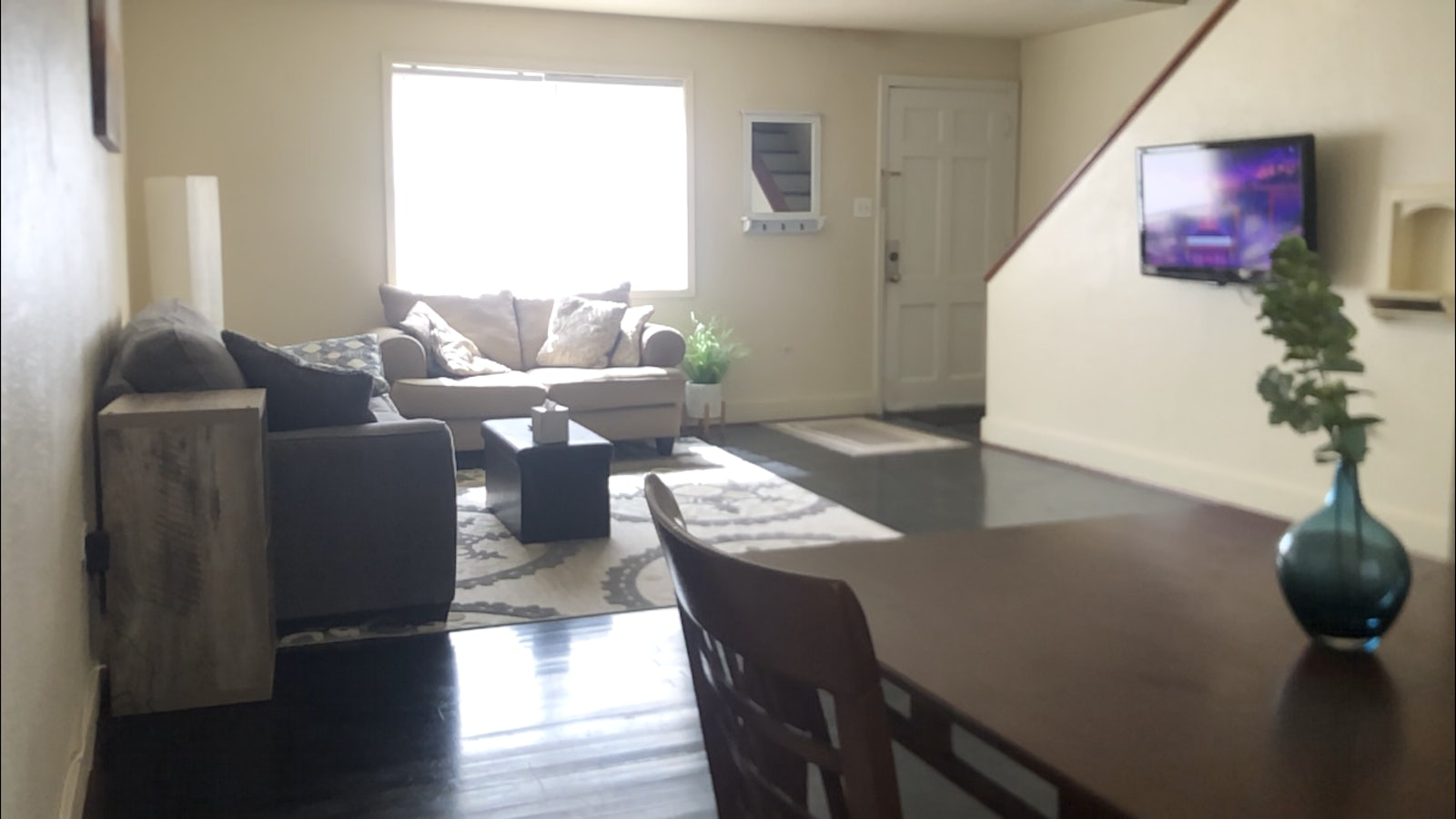 Fully Furnished 2 Bedroom With All Bills Paid By Landlord Apply Cozy
