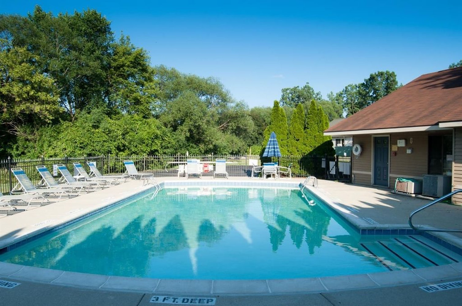 WeRentCondos 2 BR 2 Bath Ann Arbor Condo AATA Bus Line Pool Washer ...
