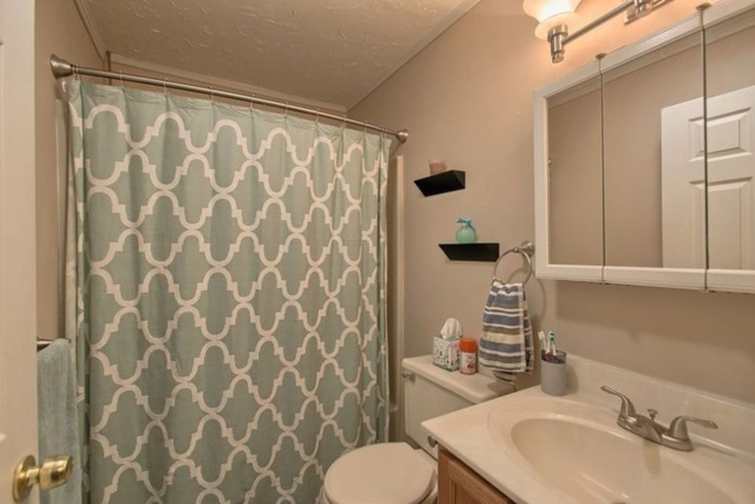 Beautiful 2 bed, 1.5 bath townhouse! Appliances included! | Apply | Cozy