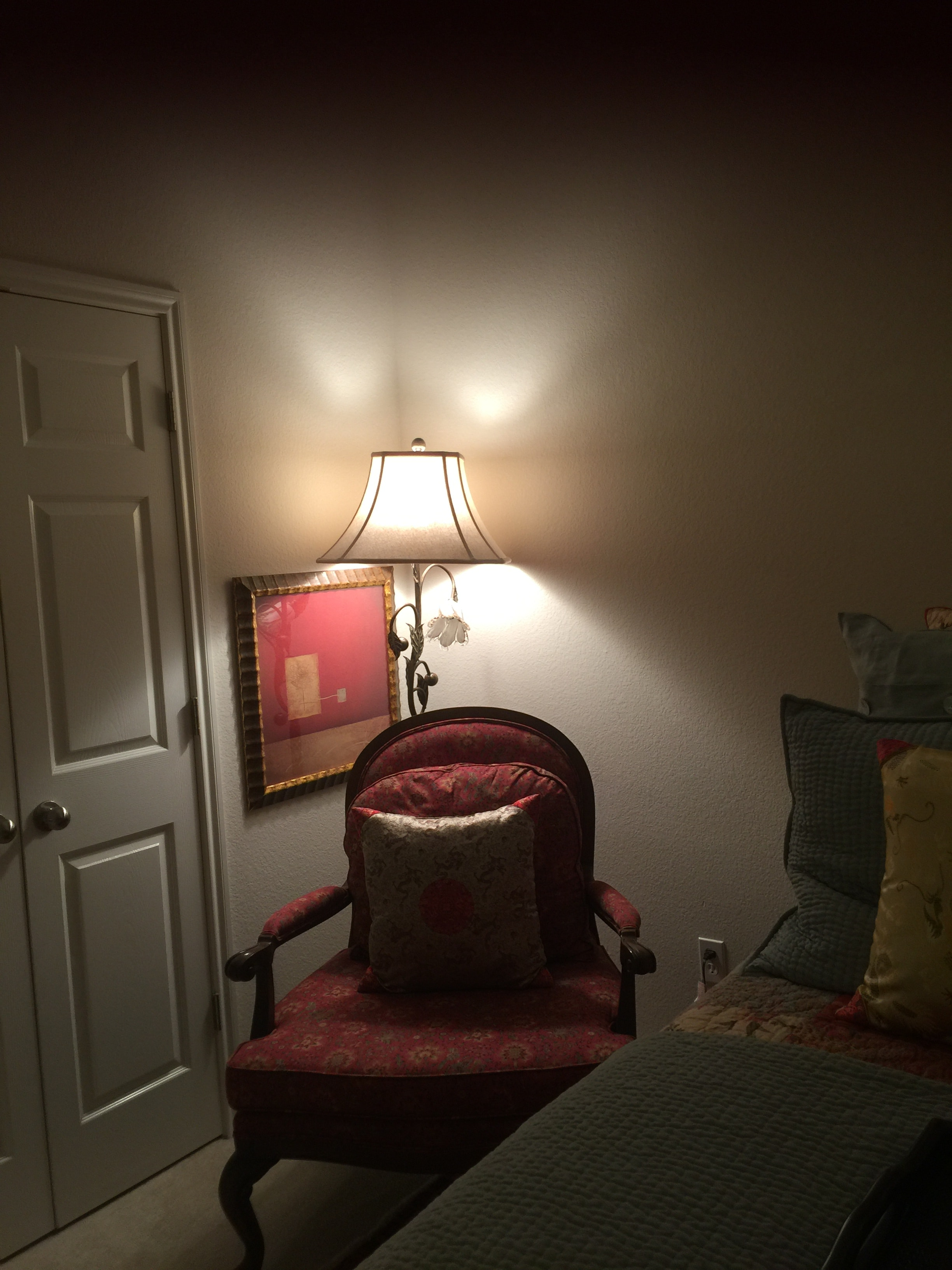 Reading area in bedroom & 1 Bedroom for a traveling nurse in Round Rock Texas | Apply | Cozy